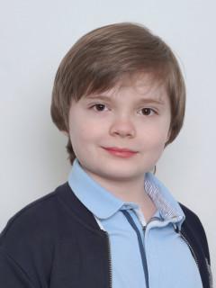 Максим Ахметов