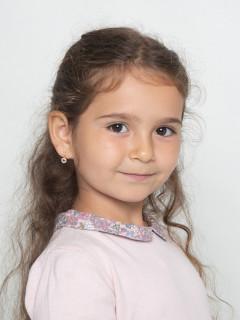 Арина Мельник